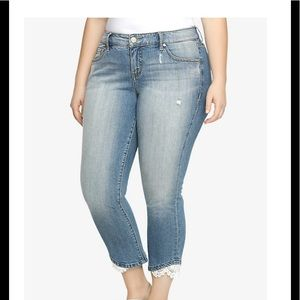 TORRID CROPPED SKINNY JEAN LIGHT WASH CROCHET LACE
